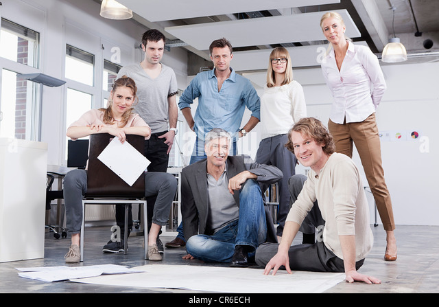 Germany, Bavaria, Munich, Men and women in office, portrait - Stock Image