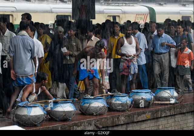 INDIA Westbengal Calcutta Kolkata, railway station Howrah / INDIEN Westbengalen, Kalkutta, Bahnhof Howrah - Stock-Bilder