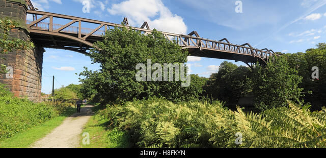 Cantilever Bridge,Manchester Ship Canal Latchford, Warrington, Cheshire, England, UK - Stock Image