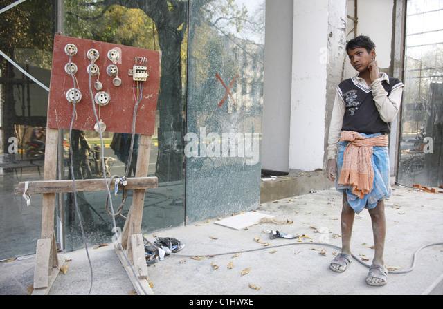 IND, India, 20110310, man with site power supply - Stock-Bilder