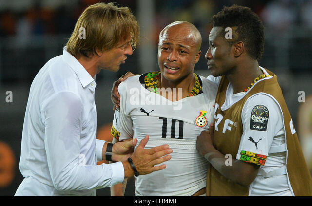 Bata, Equatorial Guinea. 08th Feb, 2015. Africa Cup of Nations Final. Herve Renard consoles Andre Ayew (GHA) and - Stock-Bilder