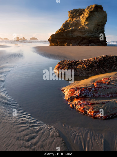 Low tide with exposed colorful rock. Bandon, Oregon - Stock Image