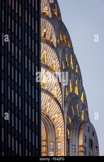 Detail of illuminated Art Deco crown of Midtown Manhattan Chrysler Building before nightfall. New York City. - Stock-Bilder