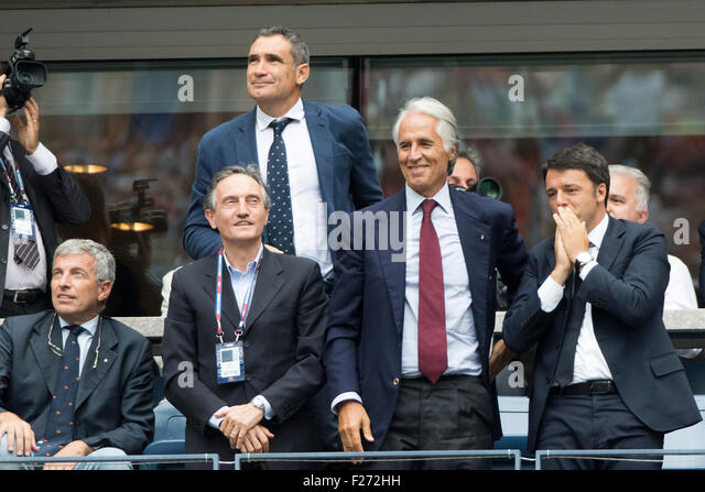 Italian prime minister Matteo Renzi (R) watches Flavvia Pennetta (ITA) and Roberta Vinci (ITA) in the Women's - Stock Image