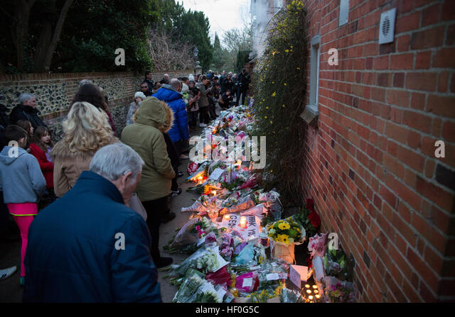 Goring, UK. 27th December, 2016. A shrine of flowers and tributes pouring in at George Michaels home in Goring two - Stock Image
