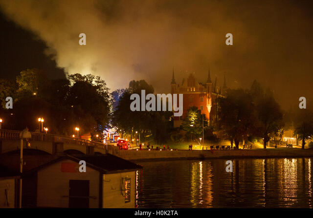 Stockholm, Sweden. 21st Sep, 2016. Fire at the Royal Institute of Art in Stockholm. Swedish firefighters battle - Stock-Bilder