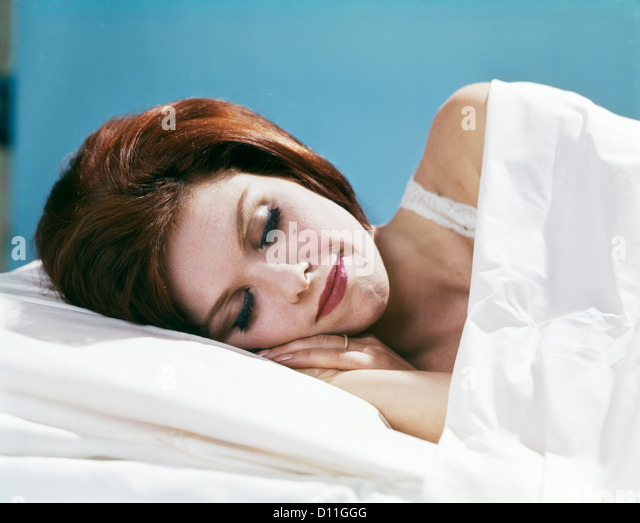 1960s YOUNG BRUNETTE WOMAN SLEEPING SMILING - Stock Image