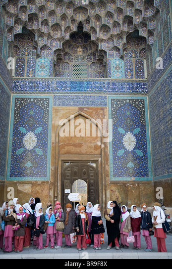 Iranian girls on a school field trip to Imam mosque in Esfahan Iran. - Stock-Bilder