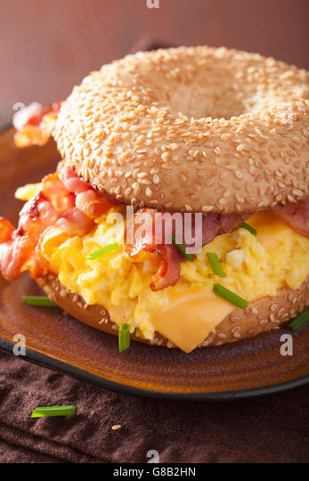 how to make a bacon egg and cheese bagel