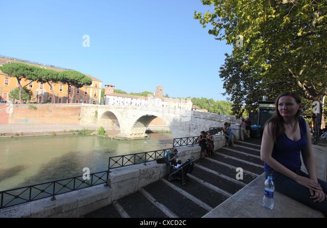 Italy, Rome, island, ponte Fabricio, isola Tiberina, San Bartolomeo all'Isola, Tiber - Stock Image