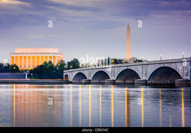 Washington DC, USA skyilne on the Potomac River with Lincoln Memorial, Washington Memorial, and Arlington Memorial - Stock Image