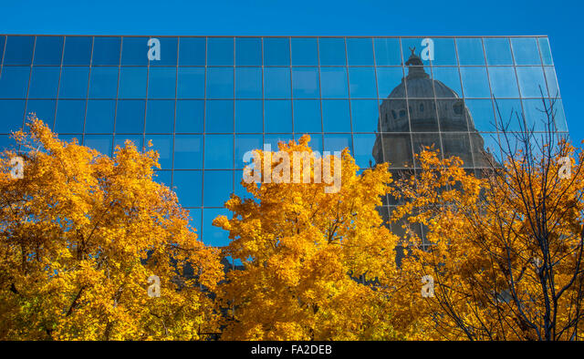IDAHO STATE CAPITOL reflecting in the Hall of Mirrors bordered by Autumn Trees. Boise, Idaho, USA - Stock Image
