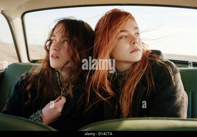 GINGER & ROSA (2012) CHRISTINA HENDRICKS, ELLE FANNING, SALLY POTTER (DIR) 002 MOVIESTORE COLLECTION LTD - Stock Image