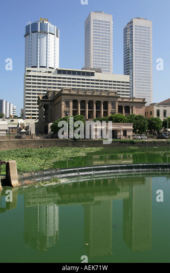 The presidential palace in front of the skyline of Colombo, Sri Lanka - Stock Image