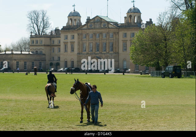 Badminton Horse Trials Gloucestershire UK. Badminton House competitors horse go to and from the stables. - Stock Image