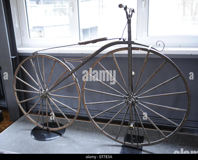 Antique bicycle, 1867 by Pierre Michaux (1813-1883). Blacksmith who furnished parts for the carriage trade in Paris - Stock-Bilder
