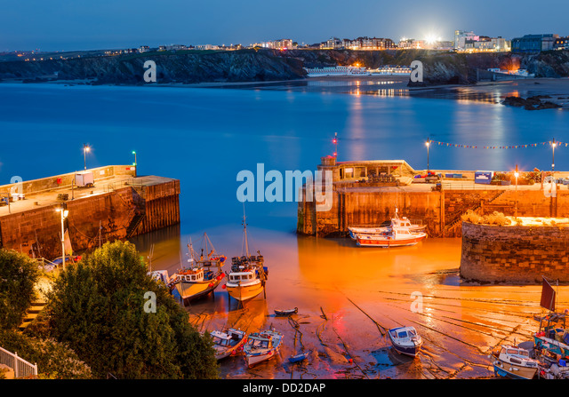 Night shot of Newquay Harbour Cornwall England uk - Stock Image