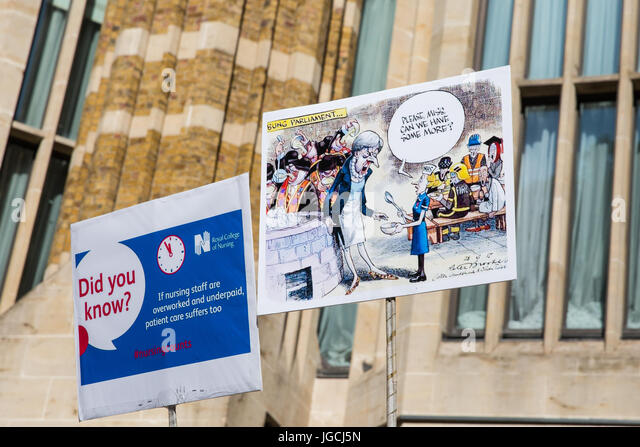 London, UK. 5th July, 2017. Signs used by nurses attending a 'Scrap the Cap' protest against ongoing cuts - Stock Image