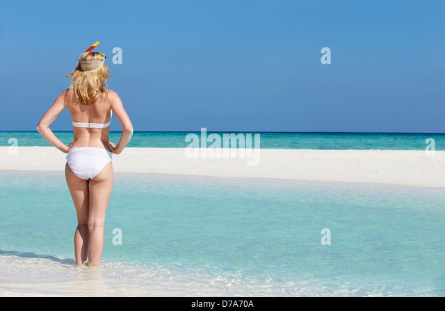 Woman Enjoying Beach Holiday - Stock-Bilder