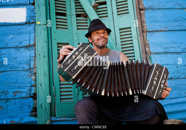 Musician playing the bandeon at Caminito area in La boca. Buenos Aires, Argentina - Stock-Bilder