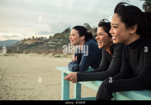 Joggers enjoying view on beach - Stock Image