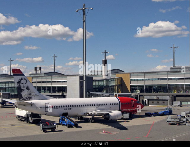 Servicing an air plane at Oslo Airport Gardermoen, OSL, located in Ullensaker, Norway - Stock Image