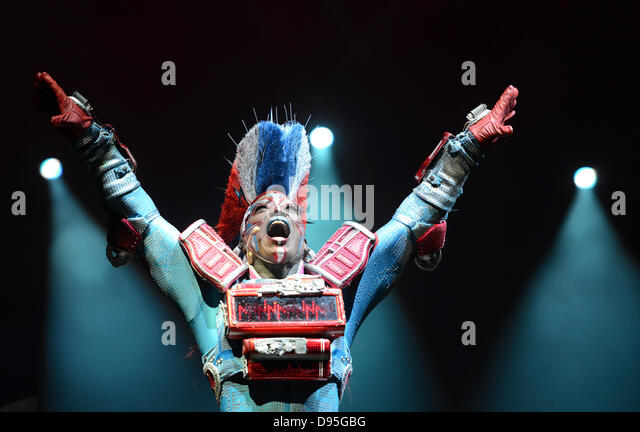 dpa-Exclusive - Actress Mykal Rand (C) playing the part of Electra, performs in the musical 'Starlight Express' - Stock Image
