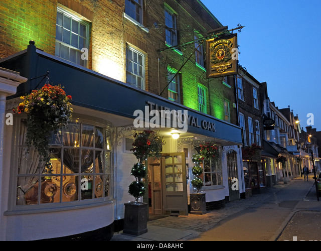 The Royal Oak pub in Marlborough , Wiltshire , SW England at dusk - Stock Image