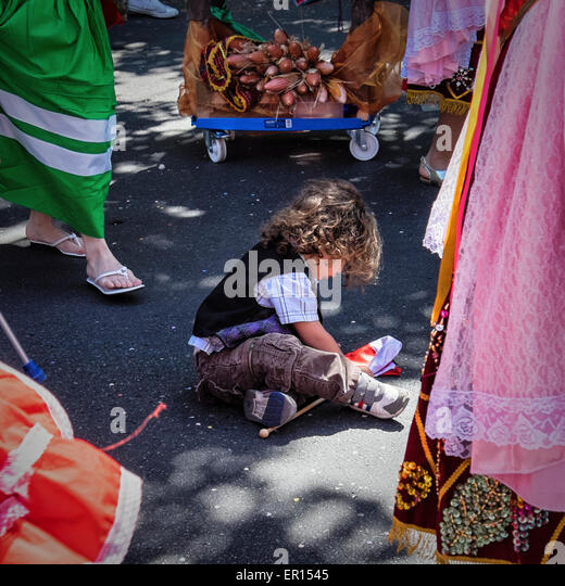 Kreuzberg, Berlin, Germany, 24th May 2015. Young child looks at confetti in street as Berlin celebrates its cultural - Stock-Bilder