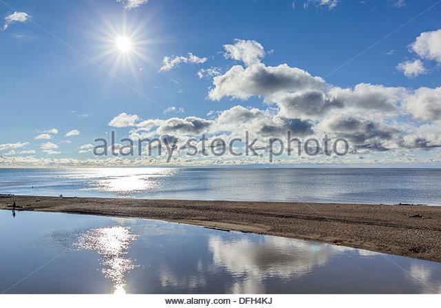 sun-over-a-calm-lake-ontario-at-rouge-be
