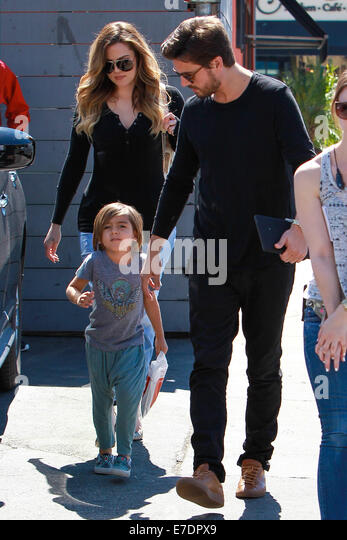 Scott Disick and Khloe Kardashian with Mason, shooting scenes for 'Keeping Up With The Kardashians' head - Stock-Bilder