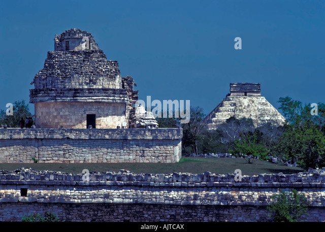 Chichen Itza Mexico shows the observatory El Caracol in line with pyramid the castle behind two most famous landmarks - Stock Image