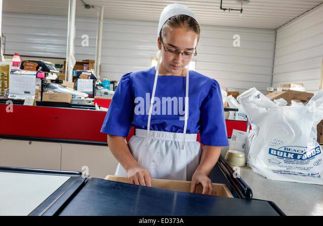 Illinois Arthur Beachy's Bulk Foods grocery store supermarket shopping Amish clothing teen girl cashier working - Stock Image