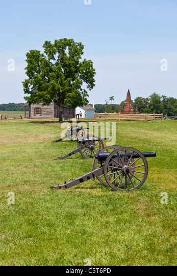 Cannons and Hentry House, Manassas Junction or Bull Run Battleground Civil War site, Virignia, USA - Stock Image