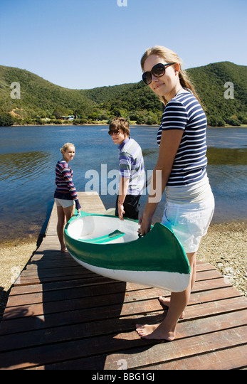 Friends with canoe - Stock Image