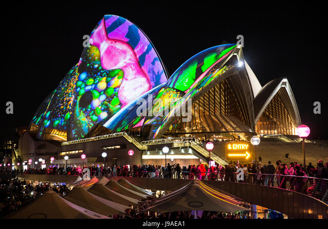Sydney, Australia. 1st June 2017. Vivid Sydney light show at Circular Quay. Credit: martin berry/Alamy Live News - Stock-Bilder