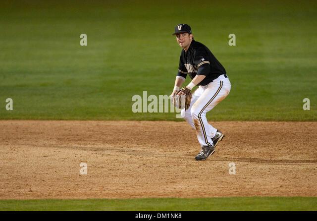 Feb. 26, 2010 - Los Angeles, California, U.S - 26 February 2010: Vanderbilt shortstop Brian Harris (6) fields a - Stock Image
