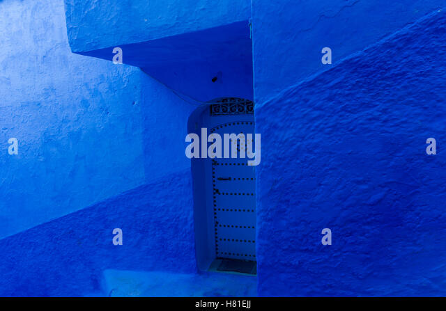 Morocco,Chefchaouen, architecture of indigo limewashed buildings, doorway in blue - Stock Image