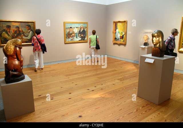 Portland Maine Congress Square Portland Museum of Art man woman looking at painting framed sculpture - Stock Image