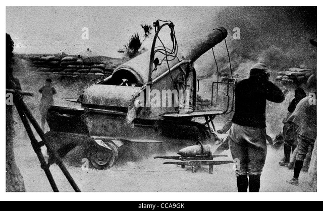 1916 French 9.2 inch siege howitzer firing Turks gun Weary Willie Asiatic Shore artillery shell loud covering ears - Stock Image