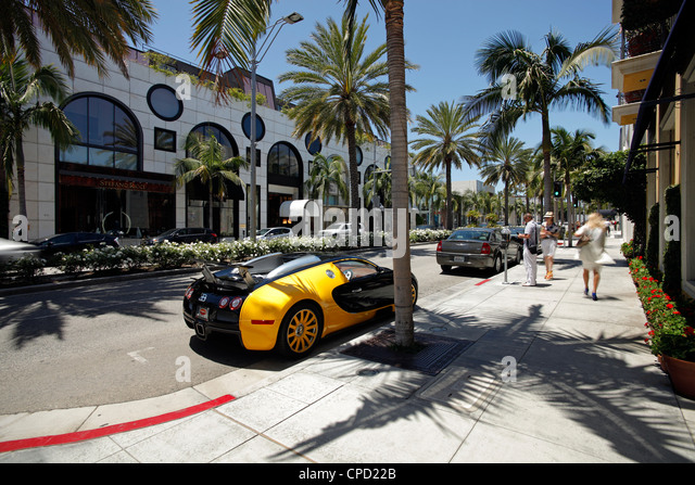 Luxury car parked on Rodeo Drive, Beverly Hills, Los Angeles, California, United States of America, North America - Stock-Bilder