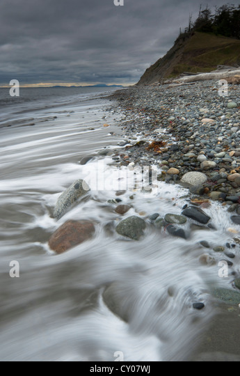 Stormy shoreline at Fort Ebey State Park, Whidbey Island, Washington - Stock-Bilder