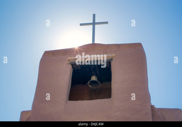 Cross and church bell. San Miguel Mission. Santa Fe, New Mexico. - Stock-Bilder