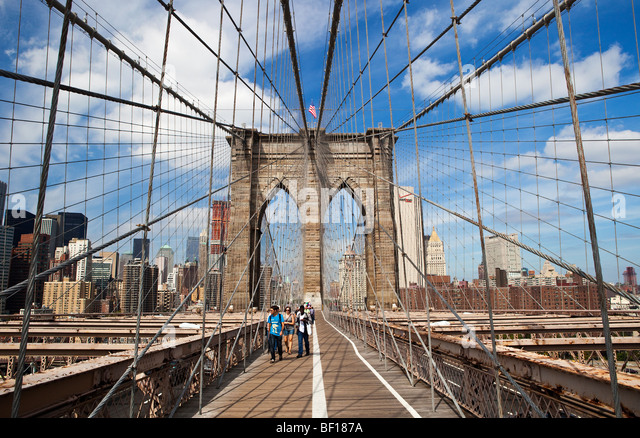 walking-on-brooklyn-bridge-new-york-bf18