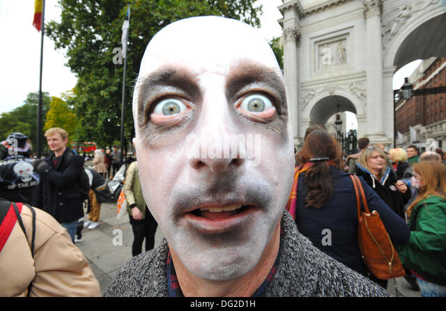 Marble Arch, London, UK. 12th October 2013. Zombies of all kinds collect at Marble Arch before their  walk through - Stock Image