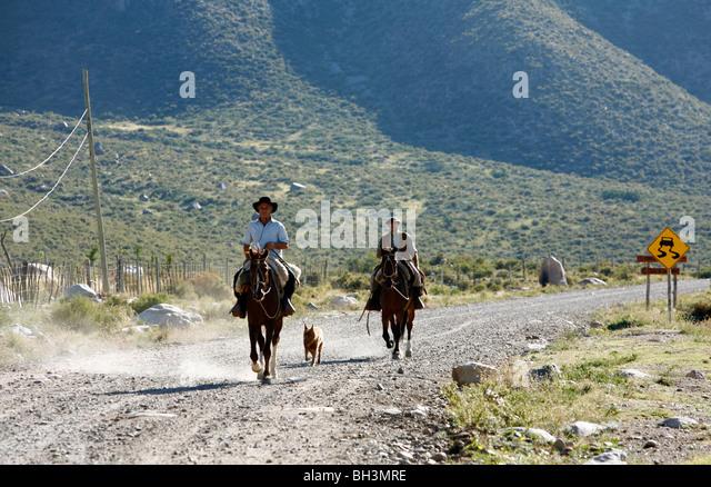 Gauchos riding horses at Valle de Uco, Mendoza region, Argentina. - Stock Image