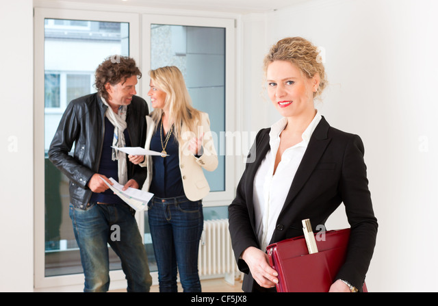 Real estate market - young couple looking for real estate to rent or buy - Stock Image