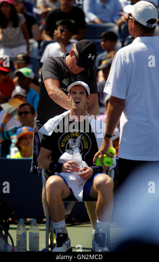 New York, USA. 27th August, 2016. Great Britain's Andy Murray gets a rubdown by a trainer during a practice - Stock Image
