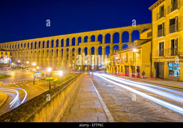Segovia, Spain old town view at the ancient Roman aqueduct. - Stock-Bilder