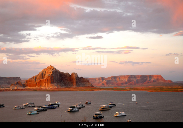 Arizona Lake Powell Resort Wahweap Marina houseboat outdoor recreation red desert rocks dramatic scenic landscape - Stock Image